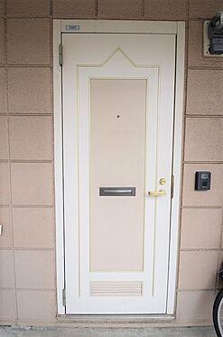 アパート-葛飾区四つ木5丁目 シンプルなデザインの玄関ドア・TVモニタ―ホン付。