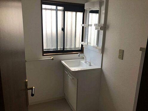 中古一戸建て-名古屋市名東区引山1丁目 1階洗面室 独立洗面台で収納力もあり