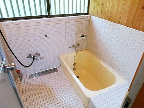 中古一戸建て-北佐久郡軽井沢町大字長倉 別荘ならではの浴室です。今のユニットバスとは違います。非日常ですね。