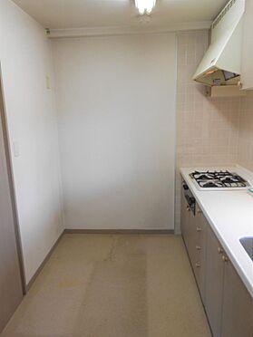 ビル(建物一部)-龍ケ崎市久保台4丁目 対面キッチンは奥行きがあり、大型の冷蔵庫も設置可能です。(現在賃貸中)