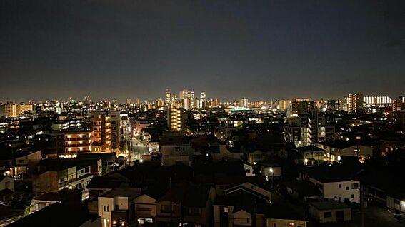 区分マンション-名古屋市西区稲生町字杁先 夜には美しい夜景が広がります!心地よい夜風に当たりながら一杯呑むのもいいですね…♪