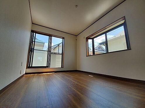 中古一戸建て-相模原市中央区横山台1丁目 二面採光の明るい居室空間です。