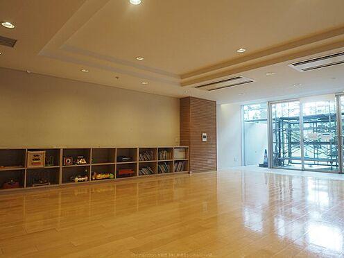 中古マンション-市川市島尻 共用部のキッズルーム。絵本がたくさんあります。
