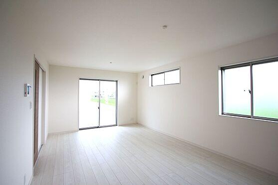 戸建賃貸-大和高田市大字吉井 南向きの明るい室内です。ポカポカと暖かいリビングでおくつろぎ下さい。