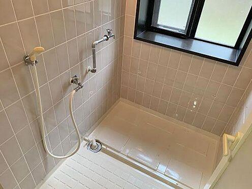 中古マンション-伊東市八幡野 ≪浴室≫ 浴槽が外されており、現状ではシャワールーム・洗濯機置場としてのご利用になります。