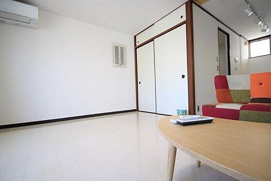 中古マンション-熱海市春日町 室内2:エアコンも8年前に交換済の為まだまだ使用できます。押入収納があり便利にお使いいただけます。