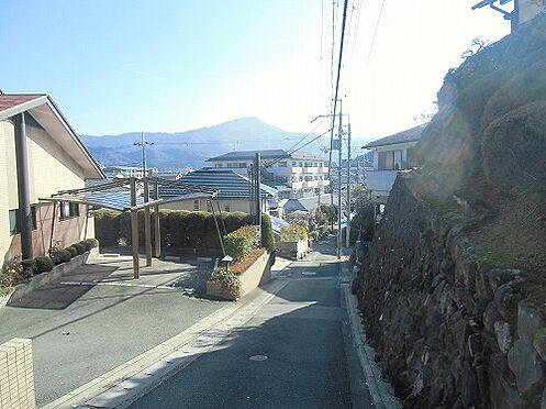 マンション(建物全部)-京都市左京区岩倉幡枝町 前面道路含む外観