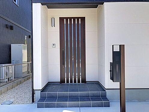 戸建賃貸-岡崎市東大友町字塚本 シンプルで落ち着いたデザインの玄関