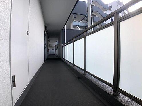 区分マンション-福岡市中央区港3丁目 現地廊下写真です。