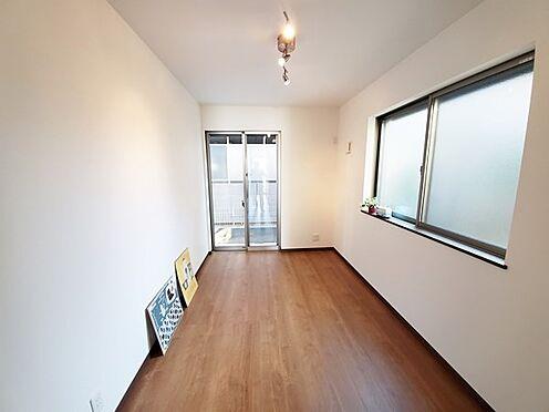 新築一戸建て-八王子市堀之内2丁目 1階洋室です。二面採光になっております。