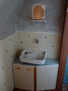 アパート-呉市西塩屋町 収納スペース付の洗面台です(2階)