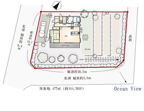 中古一戸建て-熱海市伊豆山 【配置図】三面方向道路に囲まれた角地。隣地とも距離があり、日当たりが確保された住環境です。