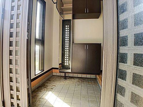 戸建賃貸-西尾市横手町溝東 玄関横にシューズボックスがついているので、片付いた玄関がキープできます