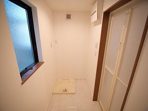 建物全部その他-大田区大森北4丁目 洗濯槽。床には収納もあります。