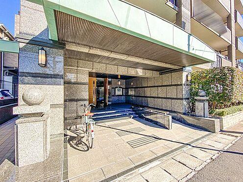 区分マンション-浦安市北栄3丁目 エントランスにはスロープがあります。