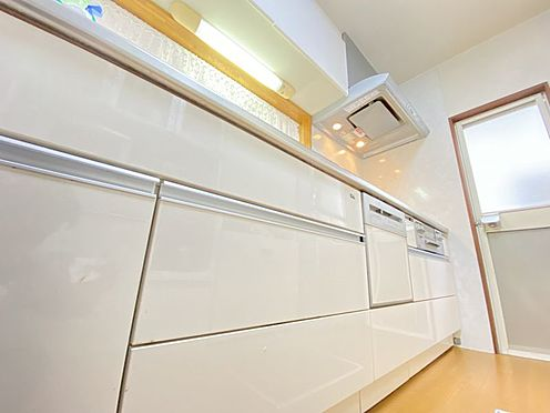 中古一戸建て-糟屋郡志免町田富1丁目 食器洗浄機付きのシステムキッチンです♪