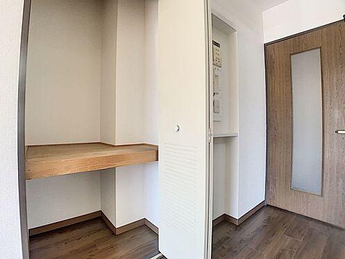 中古マンション-豊田市下林町3丁目 リビングにも収納があるのでパントリーとしても、掃除道具入れとしても活用できます!