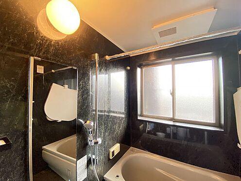 区分マンション-東海市横須賀町狐塚 一日の疲れを癒してくれる広々とした浴室。半身浴も楽しめます!