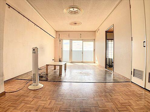 中古マンション-名古屋市名東区上社2丁目 暖かな日差しが差し込み明るい室内です。