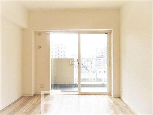 中古マンション-葛飾区東新小岩3丁目 バルコニーからの日差しが差し込む明るいお部屋です。