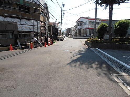 マンション(建物一部)-八王子市四谷町 前面道路を含む現地写真