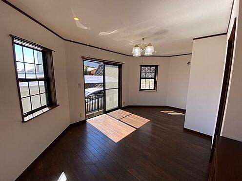 中古一戸建て-町田市小山町 1階洋室C(約8.3帖)。3方に窓があり明るい洋室です。
