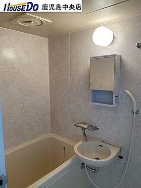 マンション(建物一部)-鹿児島市甲突町 浴室に洗面あり。