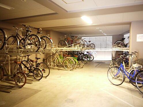 区分マンション-大阪市中央区島町2丁目 駐輪場があるから、駅へのアクセスも楽々。