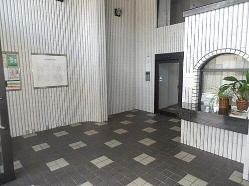 マンション(建物一部)-京都市上京区姥ケ北町 シックなデザインのエントランスです。