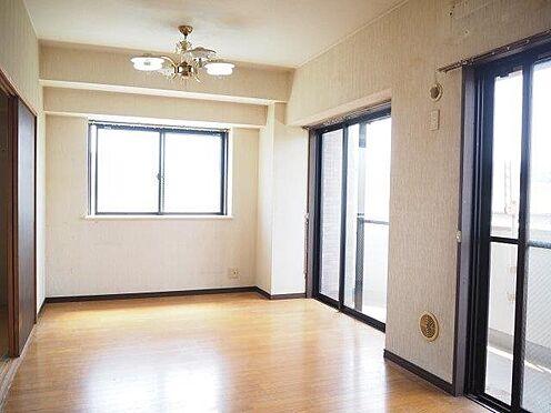 中古マンション-八王子市堀之内2丁目 東南角部屋の約12.1帖のリビング♪