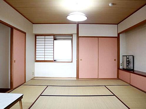 中古マンション-伊東市富戸 ≪和室≫ リビング横にある8帖和室。収納も十分にあります。