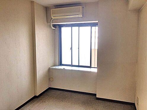 中古マンション-豊田市大林町15丁目 洋室には収納があるので、つい増えてしまう家族の思い出の品もしまっておけますね。