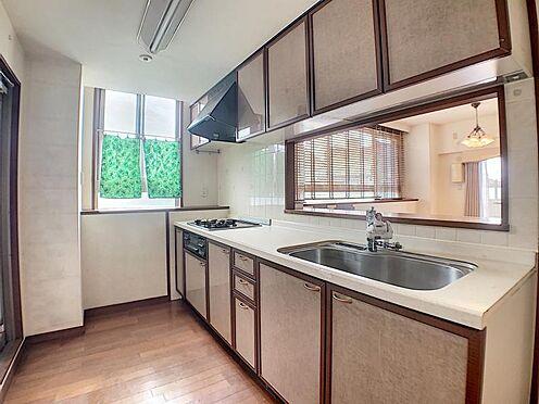 中古マンション-名古屋市瑞穂区松月町5丁目 カウンター式キッチンでリビングを見渡しながらお料理が可能です。
