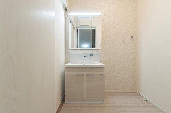 戸建賃貸-名古屋市緑区鳴海町字向田 水ハネを防止する一体型のカウンター。たっぷりの収納スペースですっきり片付きます。(同仕様)