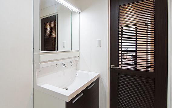 中古マンション-岡山市北区弓之町 洗面室 掲載中の家具等は販売価格に含まれません。