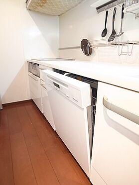 中古マンション-新宿区新宿7丁目 開口60cmの大容量タイプなら、家族1日分の食器やホームパーティー後の大量の食器も対応できます。