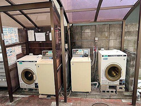 中古マンション-八王子市南新町 洗濯機は敷地内通路にコイン投入式が設置されています♪