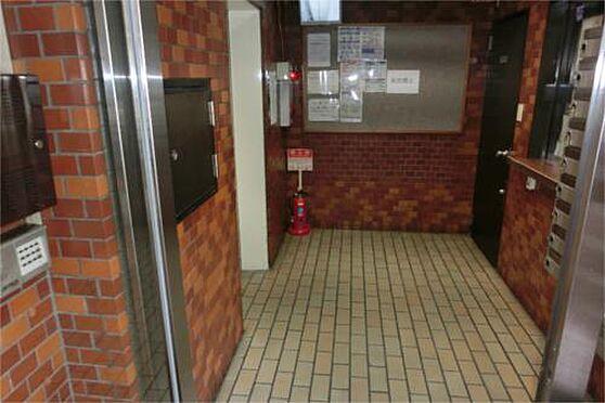 マンション(建物一部)-大阪市中央区島之内2丁目 エントランスには防犯カメラがあり、セキュリティ良し