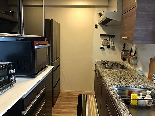 中古マンション-名古屋市瑞穂区田辺通2丁目 収納スペースも豊富なので、綺麗なキッチンをキープできますね。