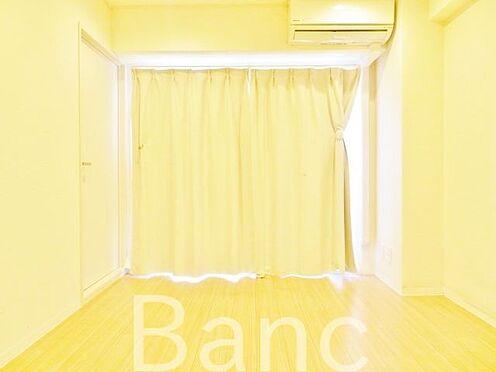 中古マンション-渋谷区幡ヶ谷1丁目 掃出し窓有の居室。