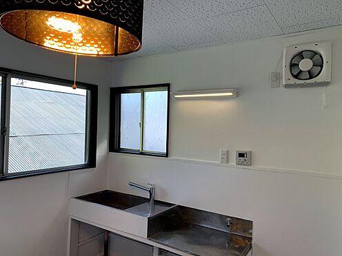 戸建賃貸-横須賀市坂本町2丁目 キッチンに窓もあり明るく換気も出来ます ※リフォーム完了時の画像です