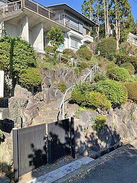 中古一戸建て-伊東市赤沢 ≪階段≫ 玄関までに約42段の階段があります。