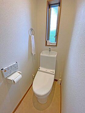 中古一戸建て-伊東市富戸大室高原 トイレも採光窓があり、明るいです。また多機能仕様です。
