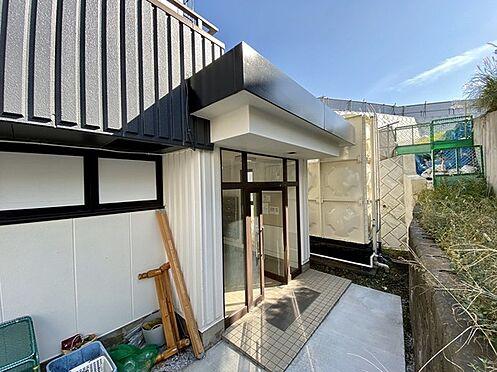収益ビル-藤沢市本町4丁目 共用スペース。建物入口。プライベートを守れる奥側の入り口。
