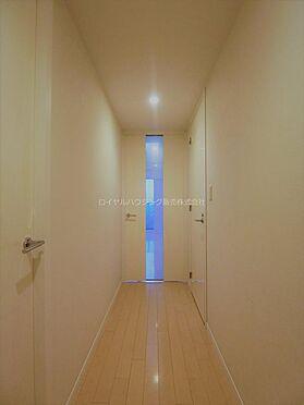 中古マンション-横浜市神奈川区栄町 白を基調とした廊下