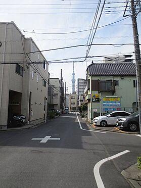 中古マンション-江東区亀戸4丁目 前面道路スカイツリー望む