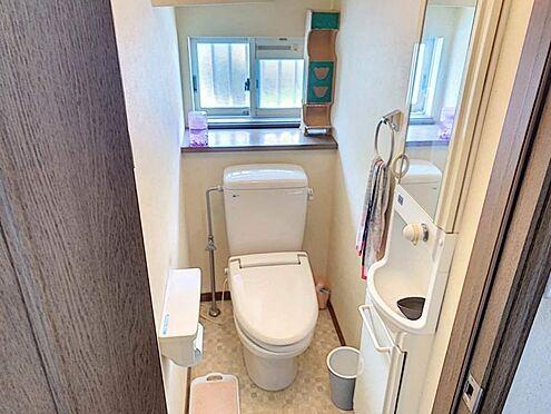 戸建賃貸-刈谷市野田町西田 清潔感のあるトイレ!窓があるので臭いがこもりません!手洗い付きです!