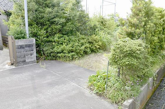 土地-富山市本郷町 前面道路(私道)から敷地内への入り口の様子
