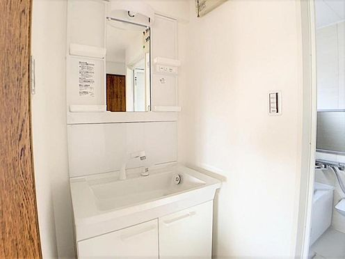 中古マンション-名古屋市名東区神丘町2丁目 掃除のしやすい洗面台です。