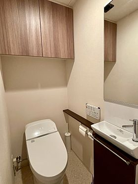 区分マンション-杉並区上高井戸1丁目 トイレ (家具・什器備品等は販売価格に含みません)